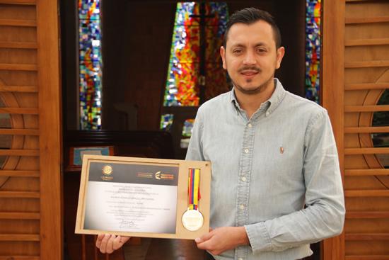 Egresado de la IUSH galardonado como mejor puntaje a nivel Nacional en Pruebas Saber ProIUSH