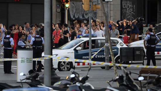 El mundo se conmociona por atentado en Barcelona IUSH