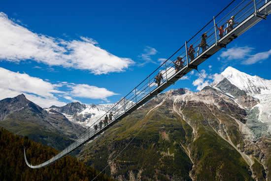 Inauguran el puente peatonal más largo del mundo en SuizaIUSH