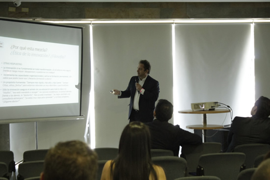 Rector de la IUSH comparte conocimientos en innovación, investigación y desarrollo tecnológico.IUSH