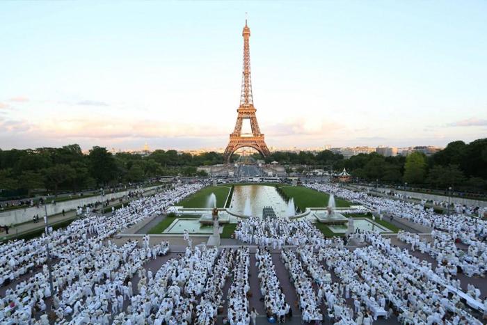 Picnic blanco en París, 30 años de tradición.IUSH