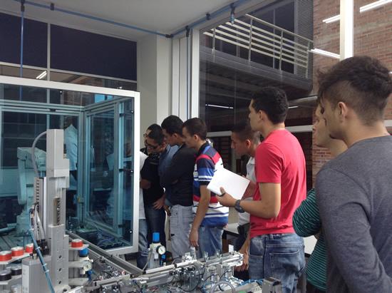 La IUSH capacita a estudiantes de la Escuela Mecánica Locería ColombianaIUSH
