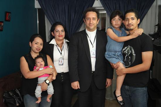 Rector visita familia de estudiante del LiceoIUSH