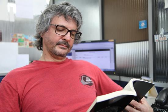 Coordinador de Tecnología en Diseño Gráfico publicó libro sobre arte, literatura y argumentación.IUSH