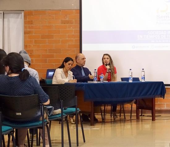 Coordinadora de los programas de Comunicación participó como panelista en la FUNLAMIUSH