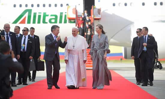 Ya está en Colombia el Papa FranciscoIUSH
