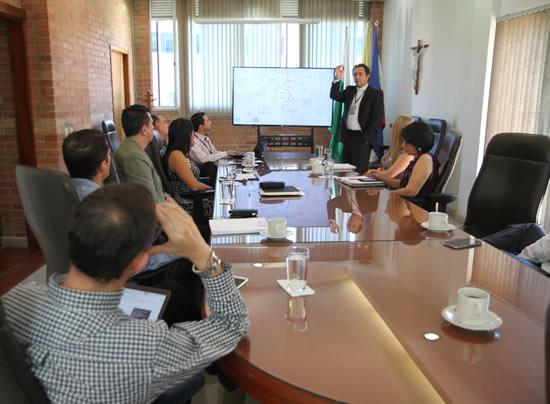 Pares Académicos del Ministerio de Educación Nacional visitan a la IUSHIUSH