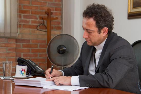 El Rector Pbro. Ph.D. Jorge Iván Ramírez Aguirre recibió una muy buena evaluación de su libro en EspañaIUSH