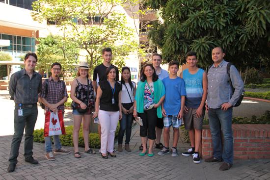 La IUSH recibe visitantes de Canadá
