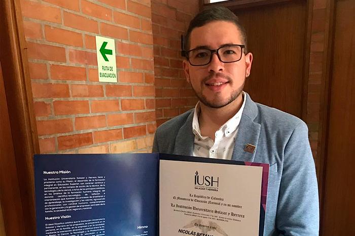 Se graduó primer egresado de Comunicación Organizacional en la IUSHIUSH