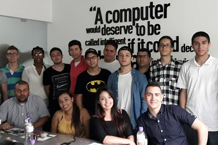 Estudiantes de la IUSH aprenden de Yuxi GlobalIUSH