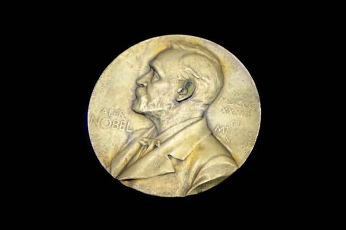 El premio Nobel de Medicina en la academiaIUSH