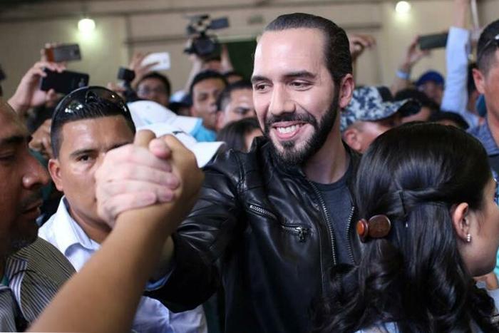 Presidente Millennial de El Salvador ordena importantes despidos a través de su cuenta de twitter IUSH