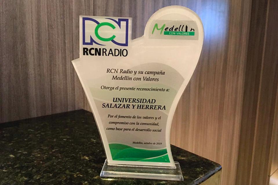 La IUSH recibe reconocimiento de RCN RadioIUSH