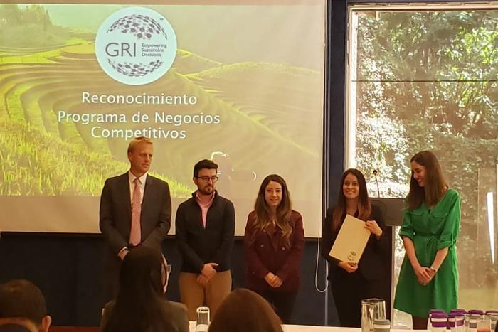 La Embajada de Suiza en Colombia y la Institución Global Reporting Initiative hacen reconocimiento a la IUSHIUSH