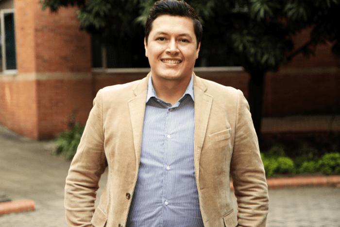 Docente de la IUSH es coautor de libro sobre el entorno global de las organizacionesIUSH