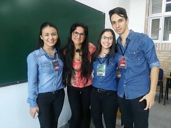 Estudiantes de Publicidad ganan licitación con la Corporación ResplandeSer con AmorIUSH